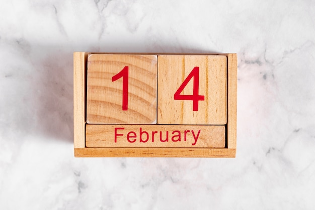 木製カレンダーの2月14日 無料写真