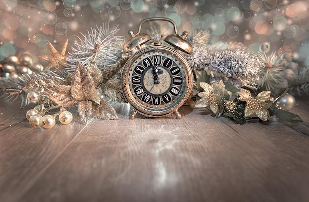 グリーティングカード、ハッピーニューイヤー2016!、ヴィンテージの時計を表示 Premium写真