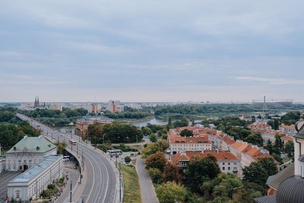 ワルシャワ、ポーランド-2019年8月16日:パノラマビュー Premium写真