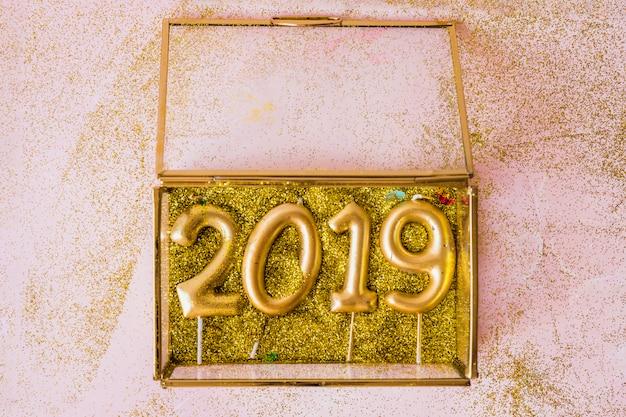 2019箱のキャンドルからの碑文 無料写真