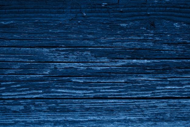 Цвет 2020 года - классический синий. текстура дерева Premium Фотографии