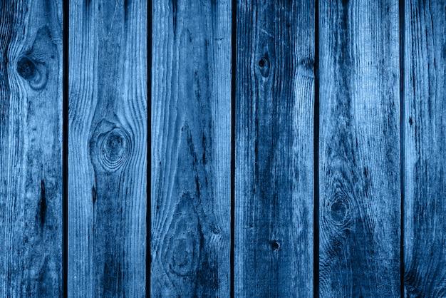 Цвет 2020 года классический синий. деревянный фон Premium Фотографии