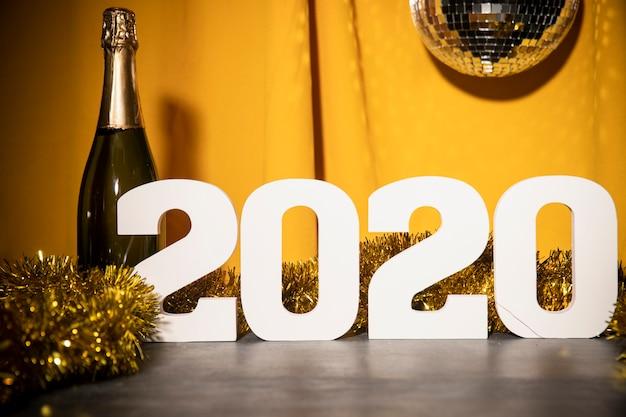 ローアングル新年2020サインオンテーブル 無料写真