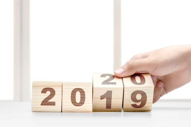 С новым годом 2020 номера в деревянных блоках Premium Фотографии