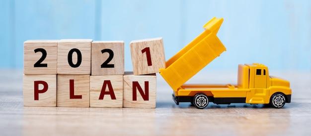 2021 plan cube blocks with miniature truck Premium Photo