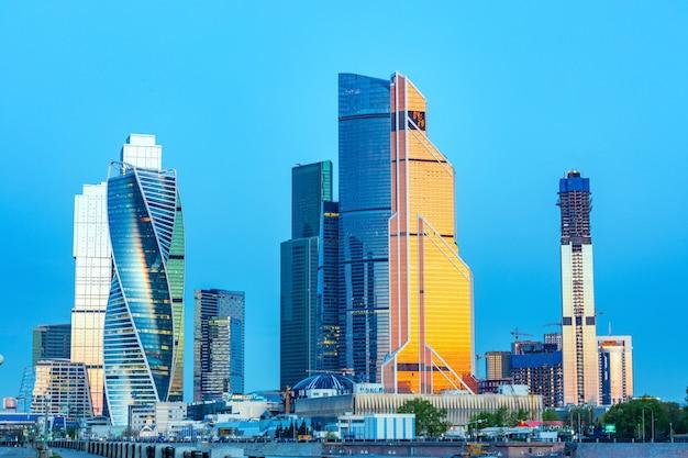 ロシア、モスクワ、23/05/18。モスクワ市-高層ビルの眺め Premium写真
