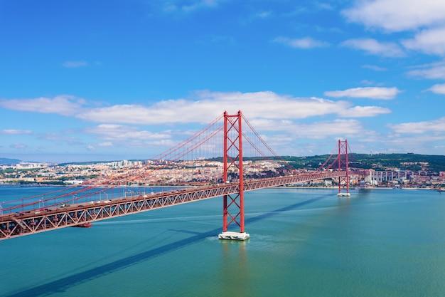 25 de abril bridge Premium Photo