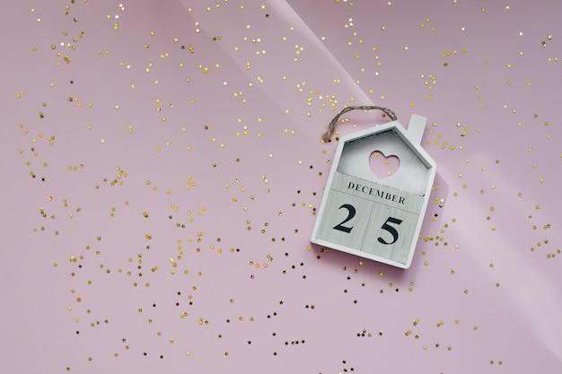 25 декабря праздник рождества. праздничный декор блестящего конфетти. Premium Фотографии