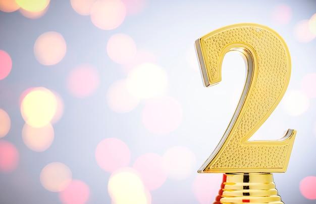 2-е место золотой приз трофея с копией пространства Premium Фотографии