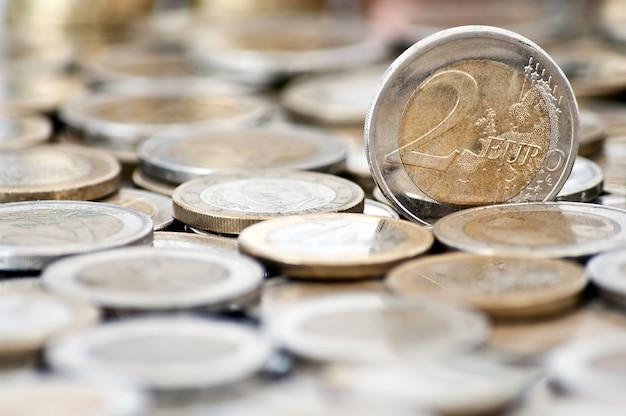 背景に硬貨2ユーロの硬貨 無料写真