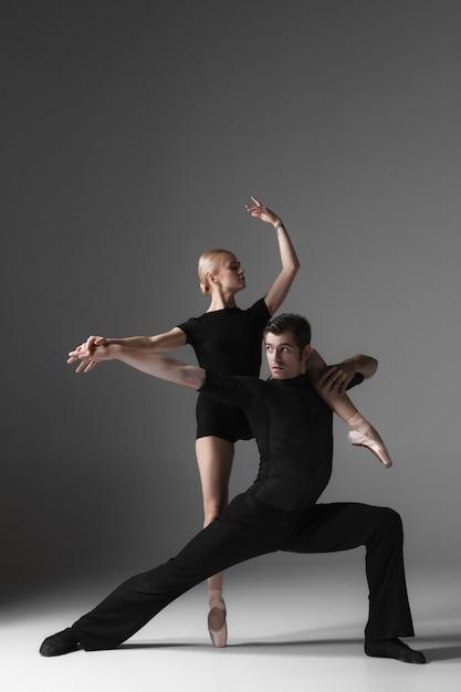 2人の若い現代バレエダンサー 無料写真