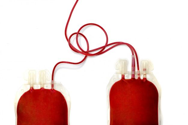 新鮮な血液で満たされた2つのバッグ Premium写真