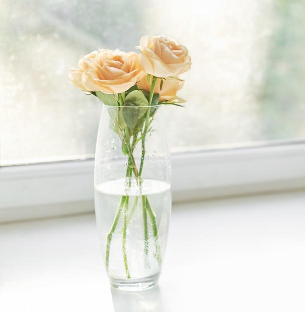 母の日、3月8日のテンプレートカードのバラ Premium写真
