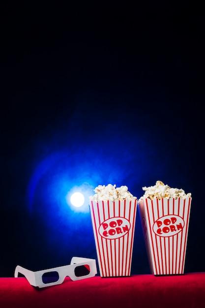 ポップコーンボックスと3 dメガネの映画館 無料写真