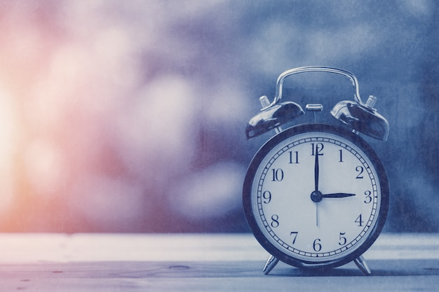 3 o'clock old retro clock blue vintage color tone with old grungy texture overlay Premium Photo