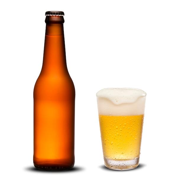 Бутылки пива 300ml сушат и стеклянное пиво с падениями на белой предпосылке. Premium Фотографии