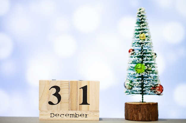 31 december and christmas decoration on blue background Premium Photo