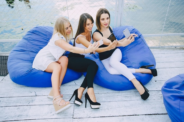 美しい女の子3人 無料写真