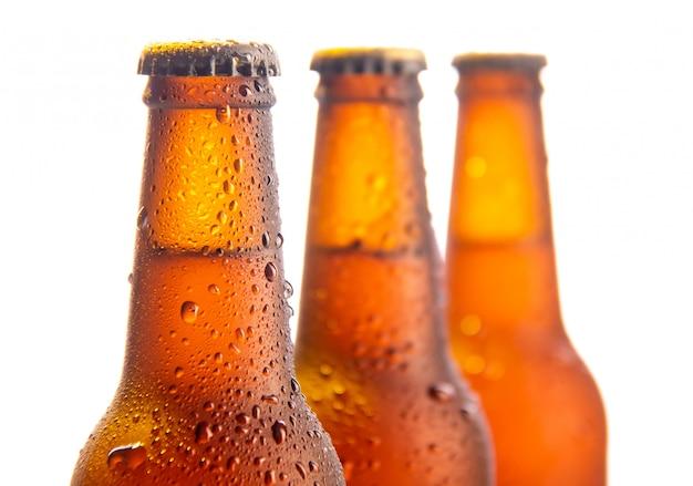 白の3つの新鮮なビール瓶 Premium写真