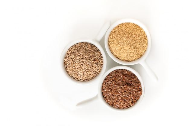 健康食品生の3種類の無グルテン穀物亜麻 Premium写真