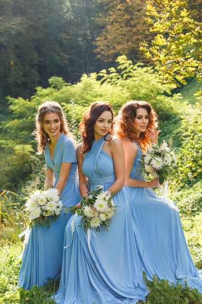 3つの美しいブライドメイド Premium写真