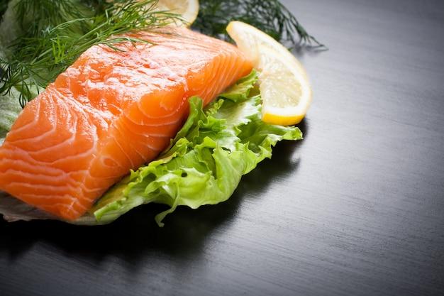 Вкусное филе лосося, богатое маслом омега-3 Premium Фотографии