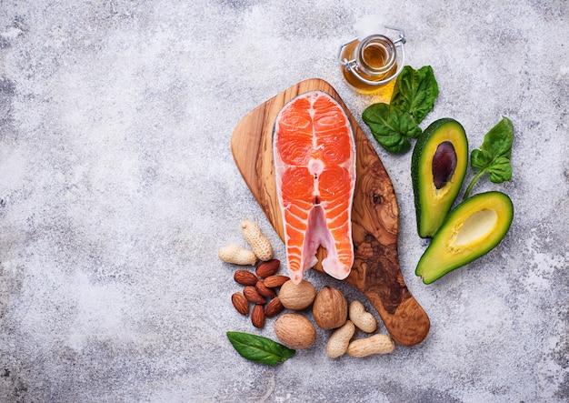 Выбор здорового жира и омега-3 источников. Premium Фотографии