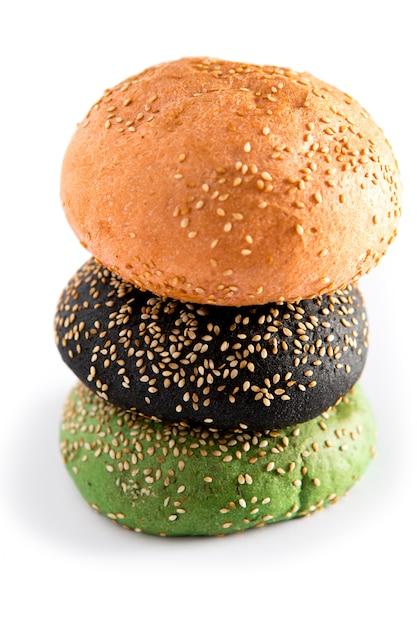 3、赤、緑、黒のカラフルなパンのハンバーガー Premium写真