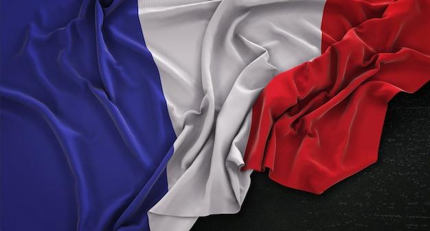 Флаг франции с морщинами на темном фоне 3d render Бесплатные Фотографии