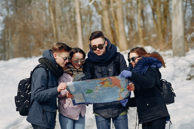 4人の観光客 無料写真