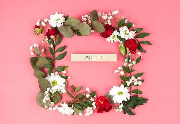 桃の表面に対してカラフルな花の花輪の4月本文真ん中のトップビュー 無料写真