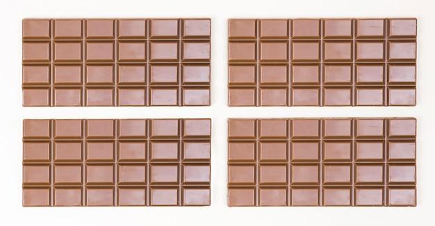 4つのチョコレートバーのある上面図の配置 無料写真