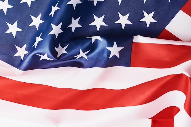 Крупным планом размахивая национальным американским флагом сша, концепция мемориала или день независимости или 4 июля Premium Фотографии