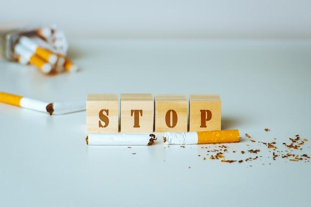 世界禁煙デー。 5月31日禁煙日。たばこの毒 Premium写真