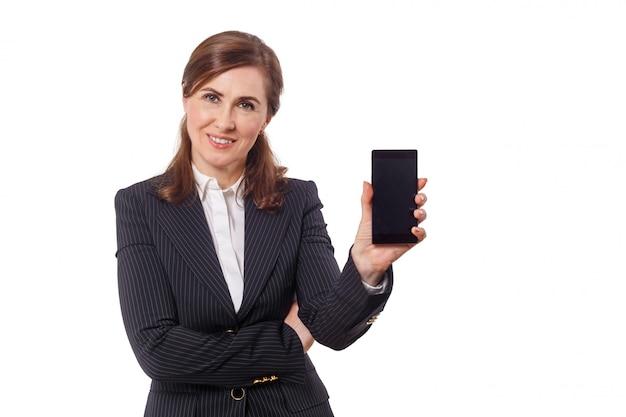 Портрет красивой коммерсантки 50 ушей старых при мобильный телефон изолированный на белизне. Premium Фотографии