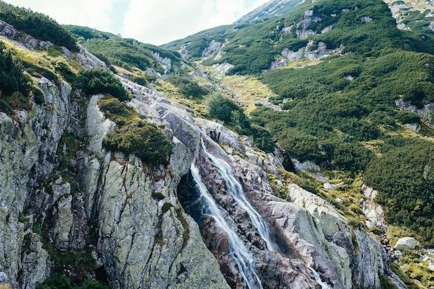 山、5つの湖の谷、ポーランド、ザコパネ Premium写真