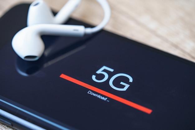 5g新世代の高速ワイヤレスインターネット接続。通信技術のコンセプト。 Premium写真