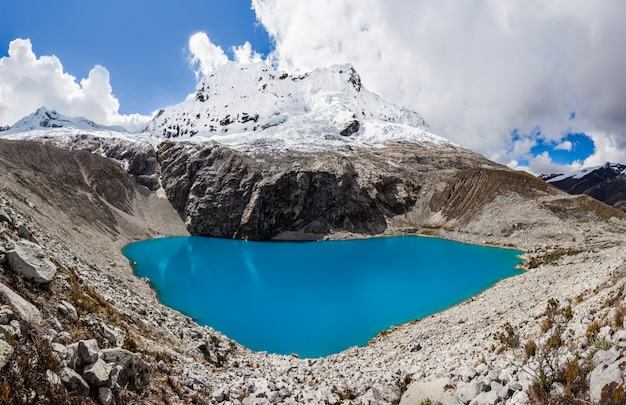 Озеро лагуна 69 и гора чакрараху Premium Фотографии