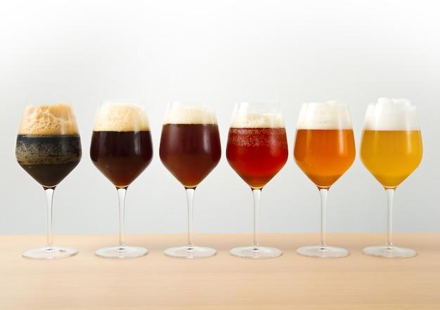 ビールを6杯 Premium写真