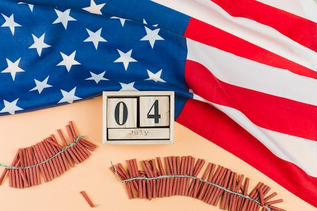 花火大会のカレンダーに7月4日 無料写真