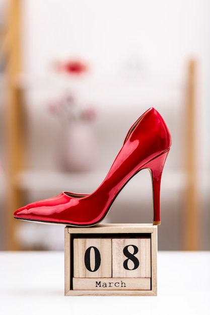 8 march lettering with red high heels Free Photo