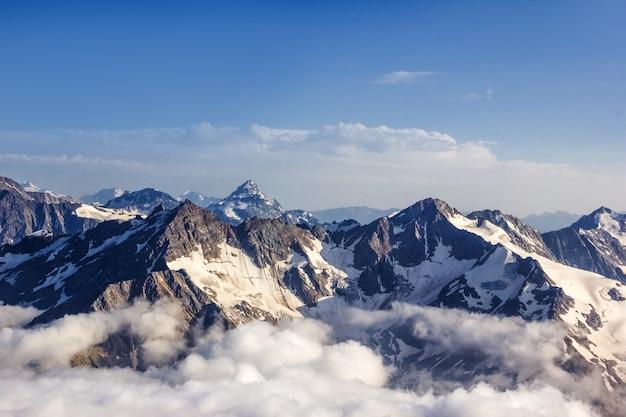 アンナプルナ周辺のトレッキングからのアンナプルナ8千人の眺め Premium写真