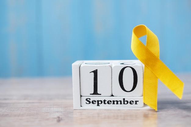 世界自殺予防デー(9月10日)、生活と病気をサポートするイエローリボン。 Premium写真