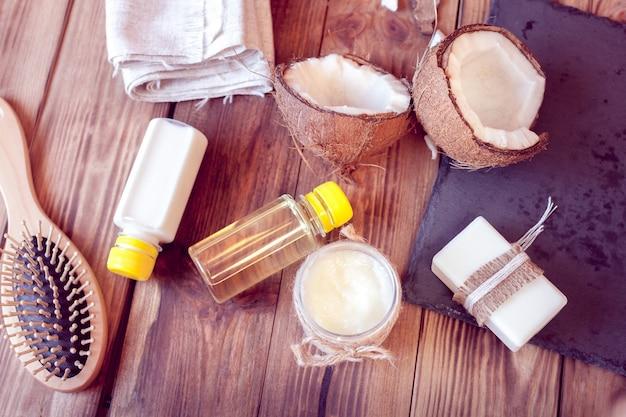 ヘアケアとボディ用のココナッツ製品のセット Premium写真