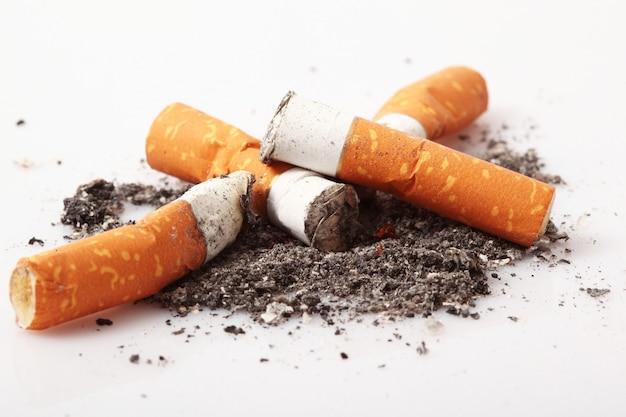 孤立したタバコ Premium写真