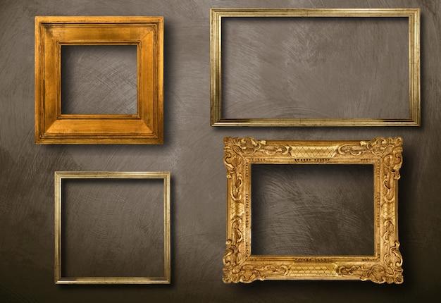 Старые рамы на стене Premium Фотографии