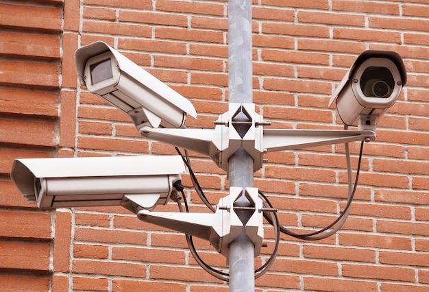 壁の背景でコントロールカメラ Premium写真