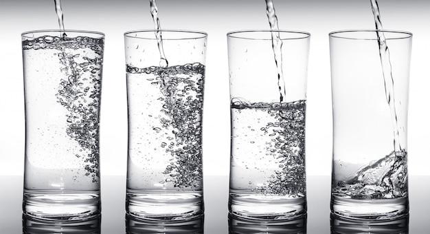 Очки для наполнения водой в последовательности Premium Фотографии