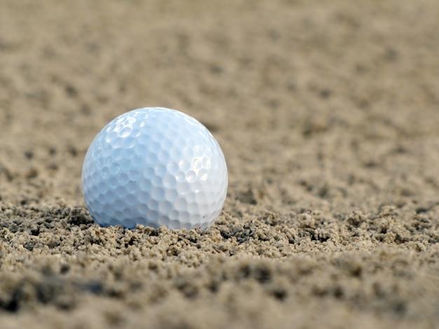 緑のゴルフボール Premium写真