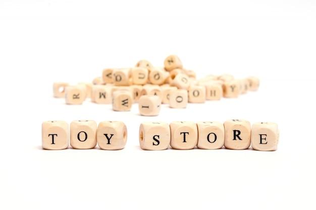 Слово с игрой в кости на белом фоне - магазин игрушек Premium Фотографии